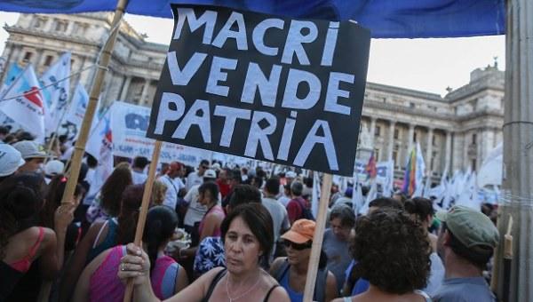Multitudinaria marcha en Argentina contra políticas neoliberales de Macri