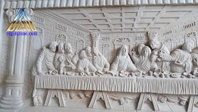 Relief perjamuan kudus / perjamuan terakir dari batu putih