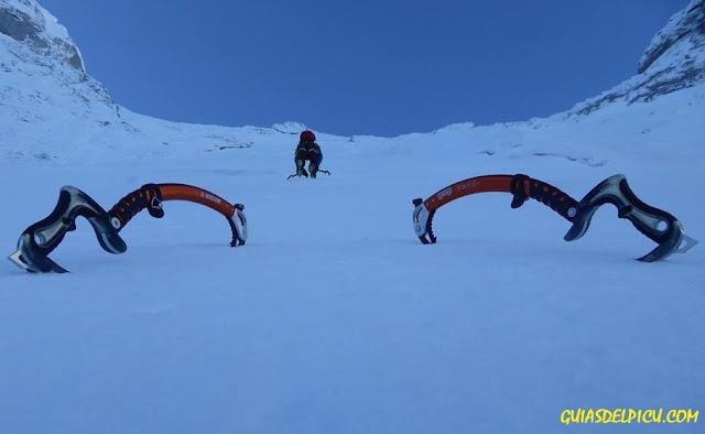 fernando calvo guia de alta montaña uiagm picos de europa , escaladas y alpinismo , camp cassin x dream