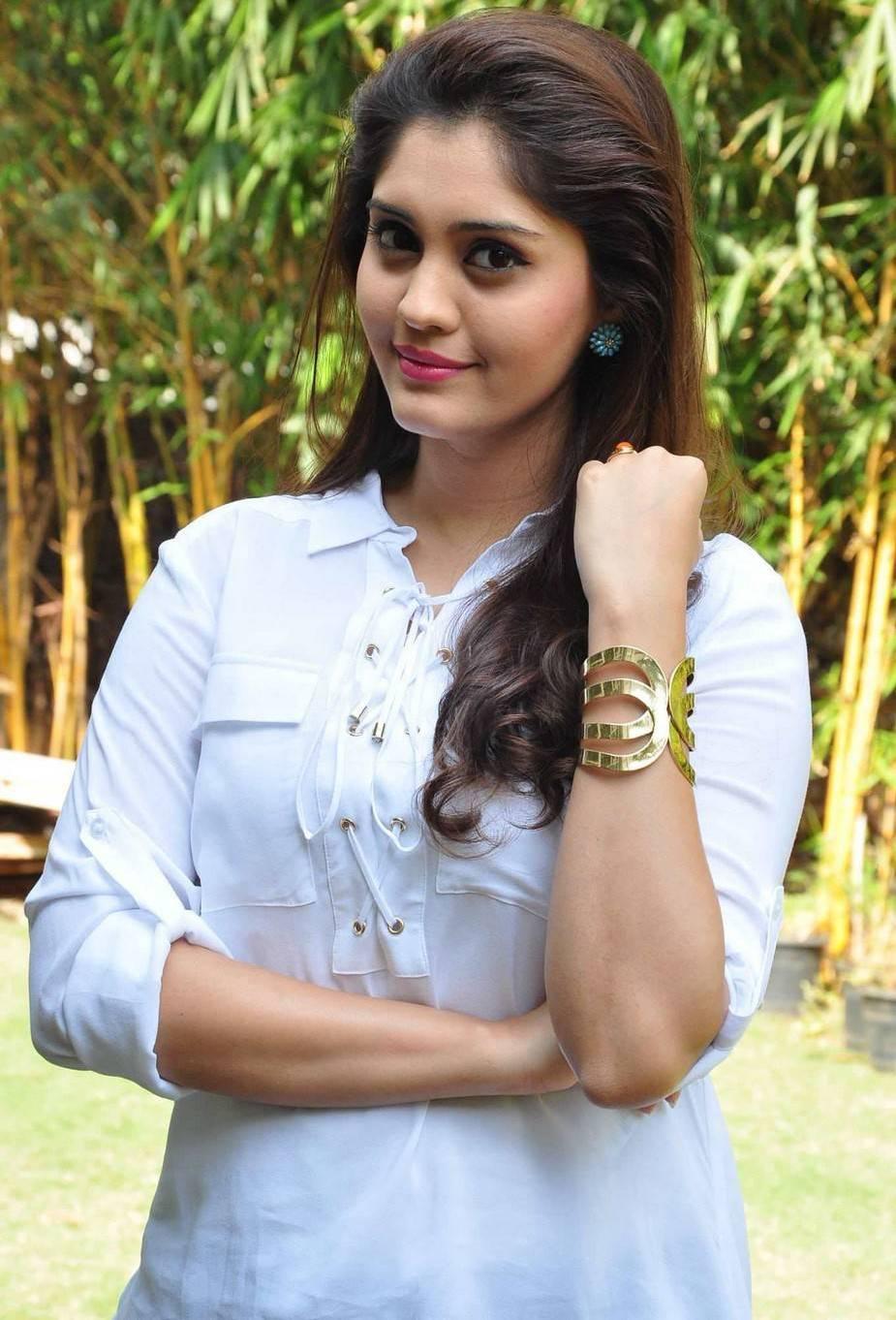 actress surabhi beautiful smiling photos - cap