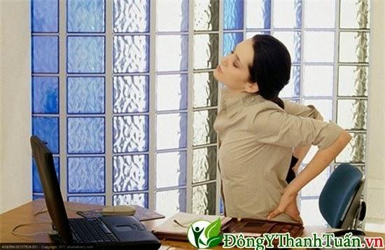 Đau lưng do ngồi làm việc quá lâu
