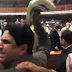 منگل کو قومی اسمبلی کے اجلاس کے دوران پی ٹی آئی اور مسلم لیگ ن کے ایم این  اے نے ایک دوسرے کو مکے مارےاور کتابیں پھینک دی