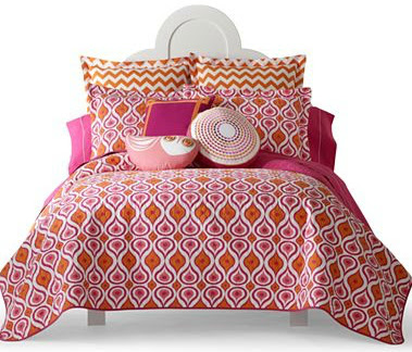 Lovely And yes I um still obsessed by the hot pink and orange color bination so this Katie Quilt that I saw online is also right up my alley