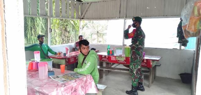 Personel Jajaran Kodim 0207/Simalungun Melalaui Koramil 03/SS Dampingi Penyaluran BST Diwilayah Binaan