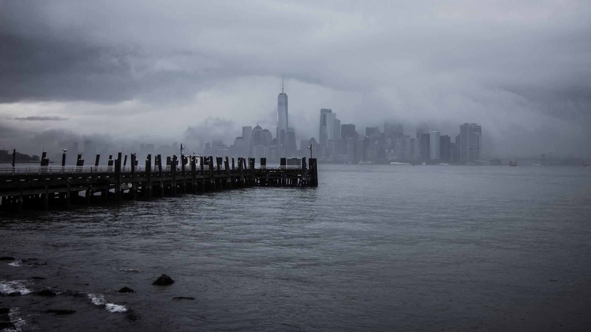 Manhattan Cloudy Skyscraper