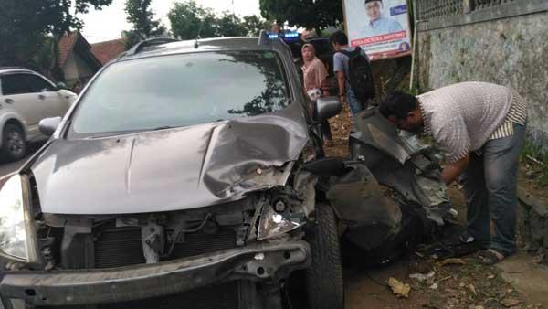 korban kecelakaan mobil di cilimus dilarikan ke rsud linggarjati