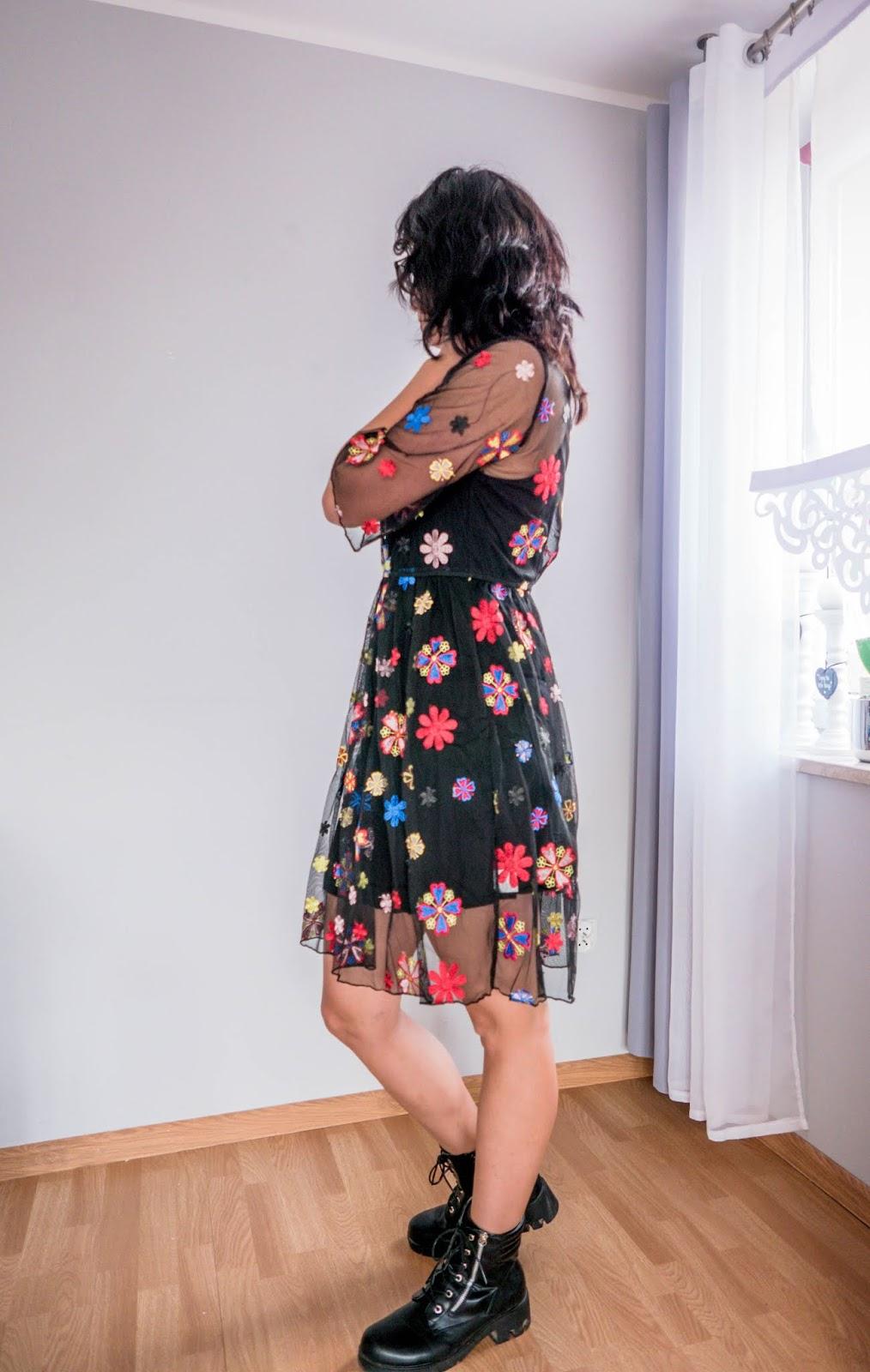wiosenna sukienka w kwiatki