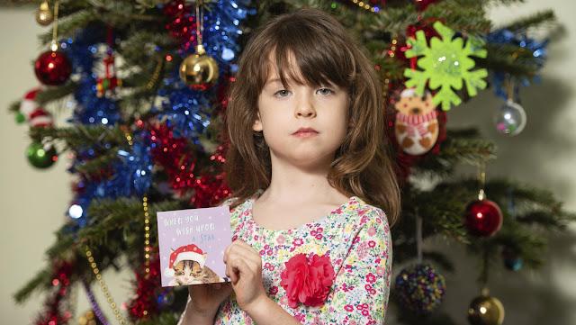 Una niña británica halla un pedido de socorro en su tarjeta navideña hecha en China y destapa un escándalo de trabajo forzoso