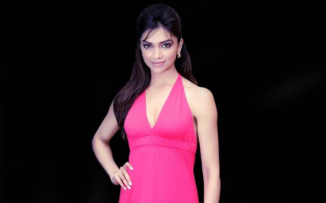 Deepika Padukone Hot & Sexy Photos
