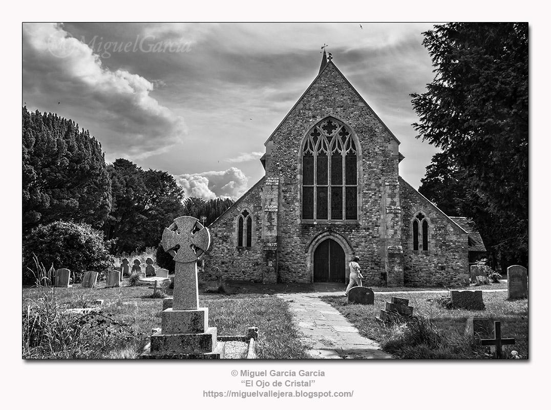 Hayling Island.- Iglesia y Cementerio de St. Mary