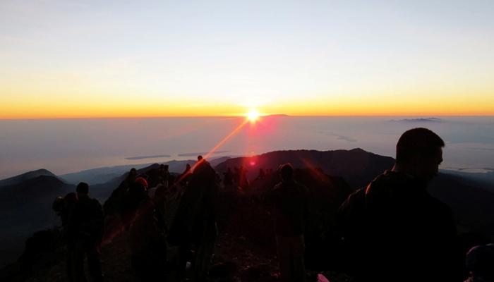 Sunrise dari Atap Rinjani