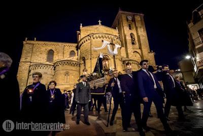 https://interbenavente.es/not/26131/la-lluvia-interrumpe-el-paso-de-la-procesion-de-la-santa-vera-cruz/