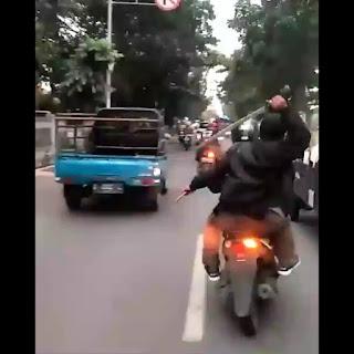 Gank  XTC Sok Jagoan Dijalan Raya Dengan Bawa Samurai