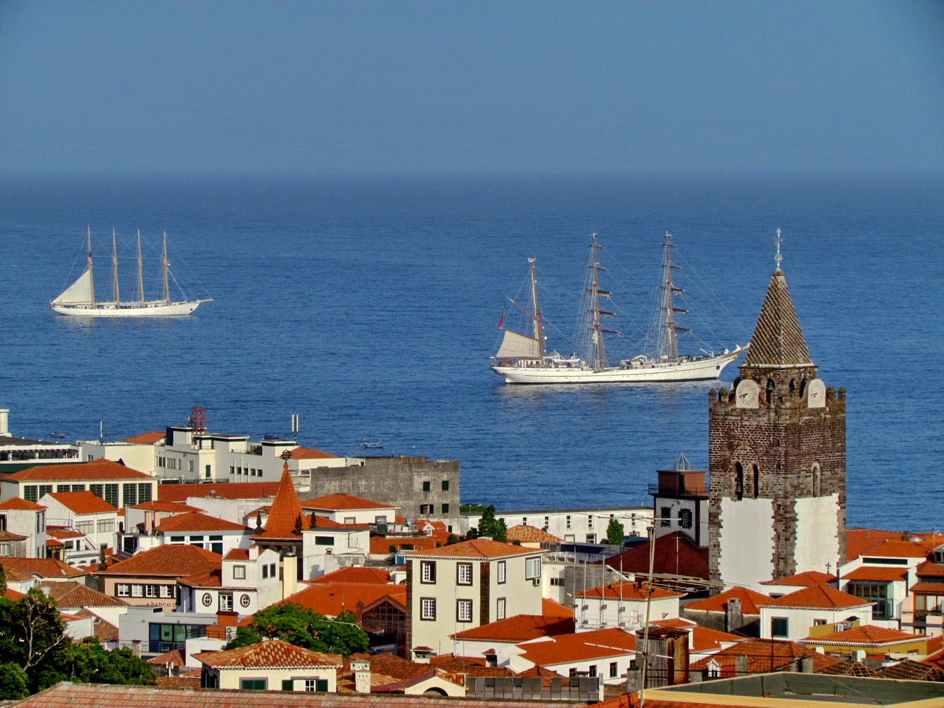 Creoula and Sagres, a rare moment in Funchal