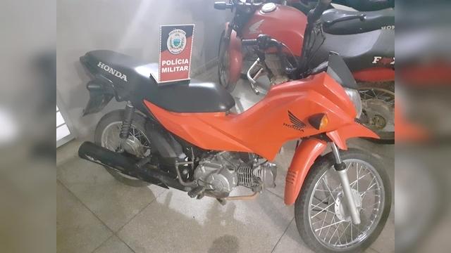 POLICIA MILITAR RECUPERA MOTOCICLETA ROUBADA NA CIDADE DE TEIXEIRA-PB