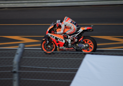 Marquez Tak Khawatir Start dari Belakang Rossi