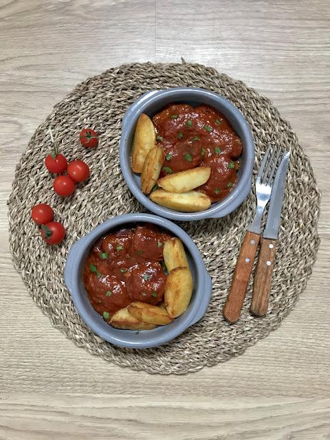 CARRILLERAS DE CERDO EN SALSA DE TOMATE ¡Receta Tradicional y en Crockpot!