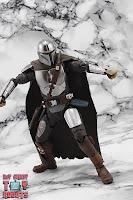 S.H. Figuarts The Mandalorian (Beskar Armor) 51