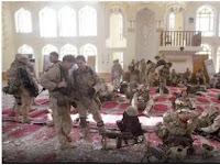 Astaghfirullah! Lihatlah Kelakukan Tentara-tentara ini Saat Berada Di Dalam Masjid