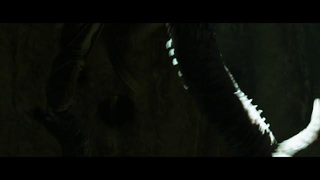 De Amor y Monstruos 720p latino