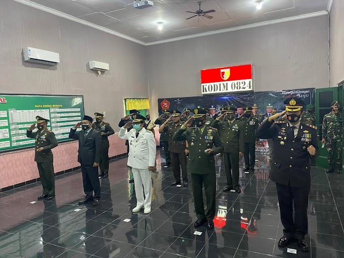 Upacara HUT TNI Ke 75  Secara Vitual Di Ikuti Forkompinda Kabupaten Jember Ikuti Protokol Kesehatan.