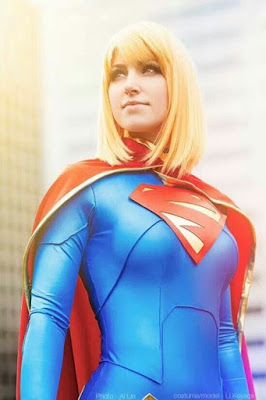 foto cosplayer supergirl dc