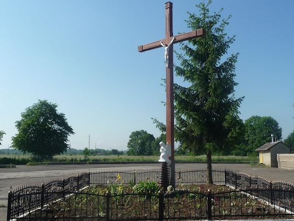 Слободка. Придорожный крест