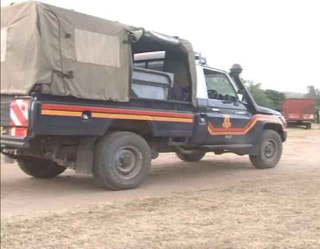 Laare Meru Police van