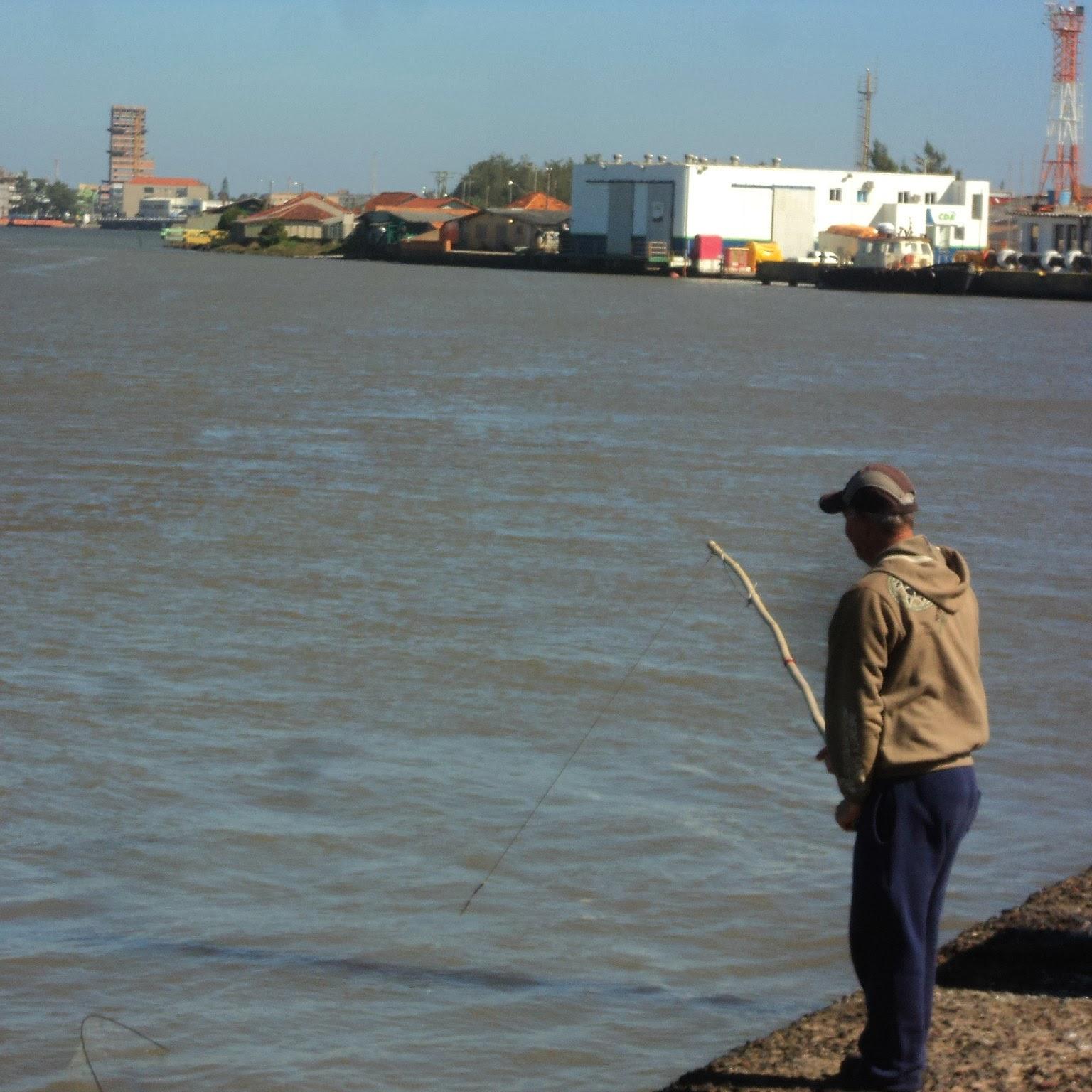 Pescador na Barra do Rio Tramandaí