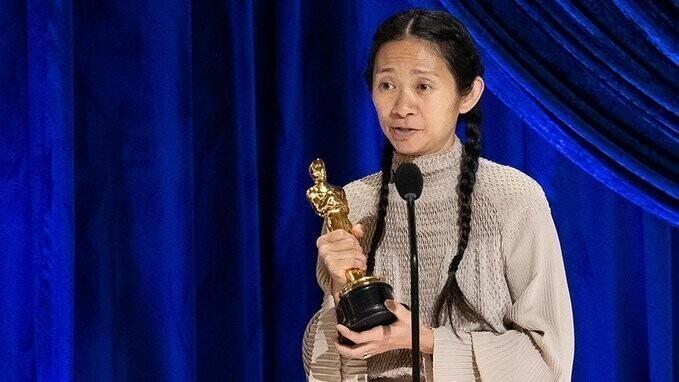 Chloe Zhao, directora de la película La tierra de los nómadas