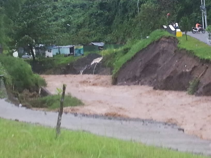 Foto-Foto Kedahsyatan Banjir Manado