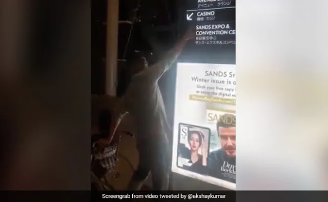 अक्षय कुमार बर्थडे पर मम्मी को लेकर गए कसीनो, Video हुआ वायरल