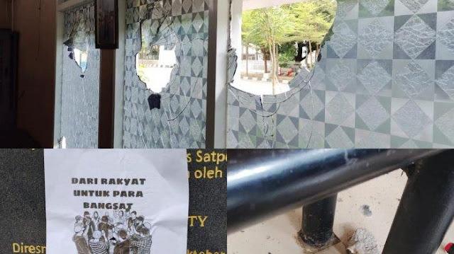 """Pos Satpol PP Makassar Diserang, Pelaku Tempelkan Tulisan """"Dari Rakyat untuk Para Bangsat"""""""