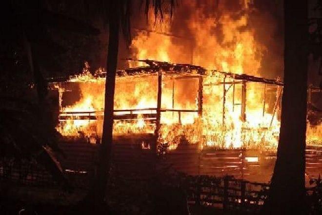 Tertidur Pulas, Dua Rumah Warga di Bone Ludes Terbakar