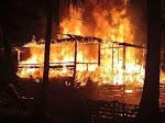 Pemilik Tertidur Pulas, Dua Rumah Warga di Bone Ludes Terbakar