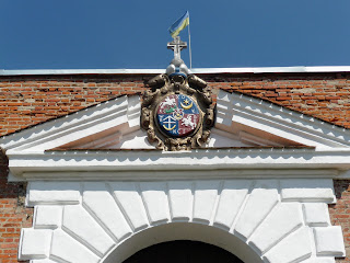Дубно. Замок. Надвратный корпус. Герб князей Острожских