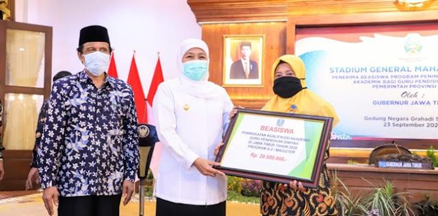 Di Tengah Pandemi, Khofifah Salurkan Beasiswa Rp 11,3 M Untuk 850 Guru Madrasah Diniyah