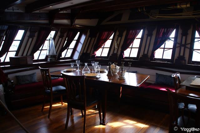 Interni e salone della replica della fregata Etoile du Roi