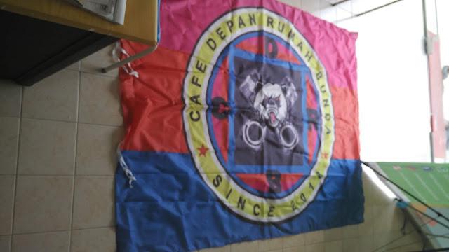 Bendera Cafe Depan Rumah