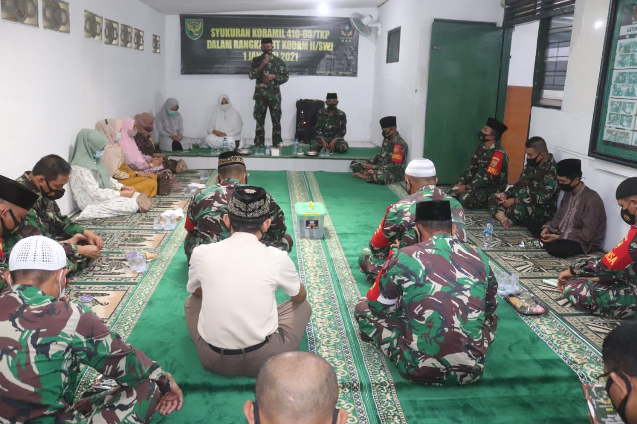 Dalam rangka HUT ke-75 Kodam II/Sriwijaya, personel Koramil 410-05/TKP menggelar kegiatan syukuran bertempat di Aula Koramil 410-05/TKP