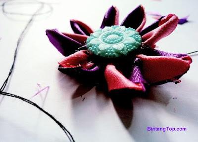 cara membuat bunga daisy dari pita satin
