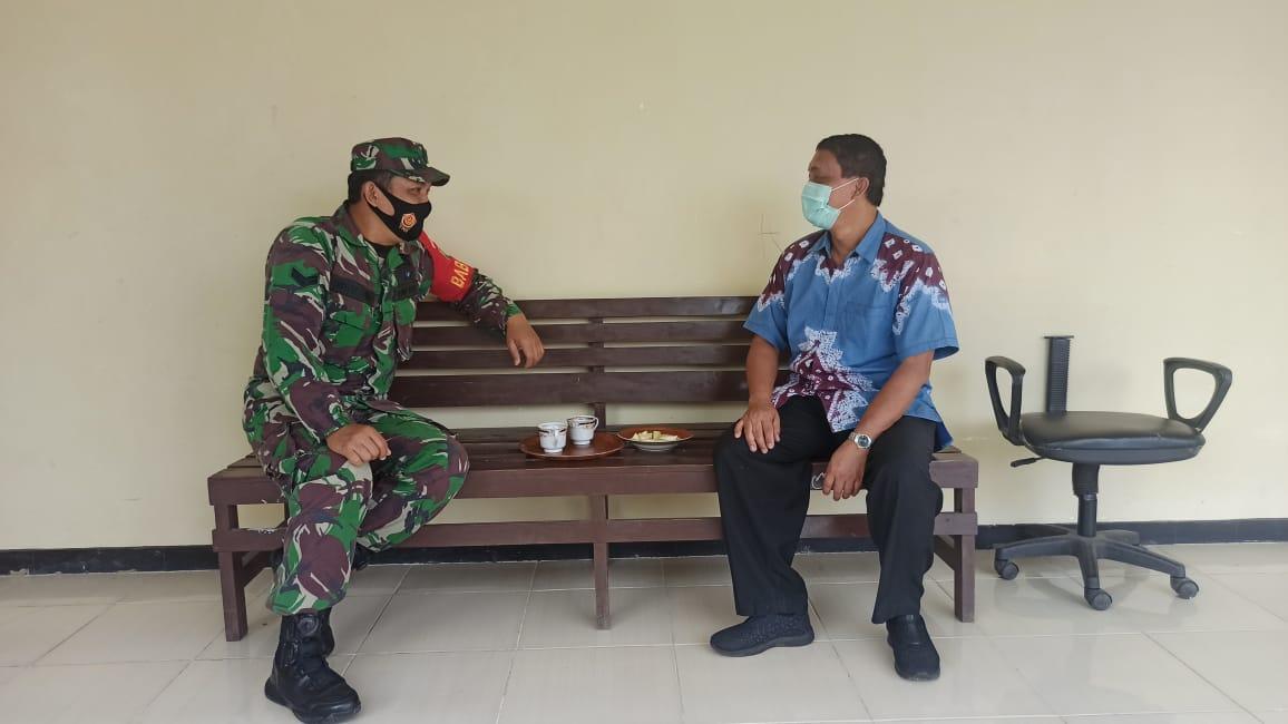 Koramil 410-02/TBS Sertu Arfain, melakukan Komunikasi Sosial (Komsos) di Sekolah Luar Biasa (SLB) B dan C Dharma Pertiwi