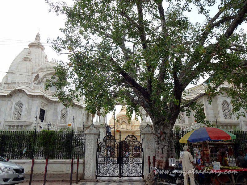 ISKCON Temple road view, Vrindavan, Uttar Pradesh