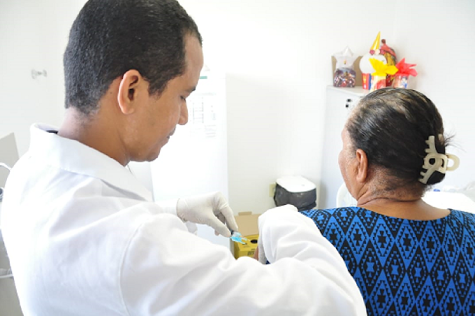 Com poucas doses da vacina contra a Gripe, Paulista vai priorizar a imunização de idosos acamados e em abrigos