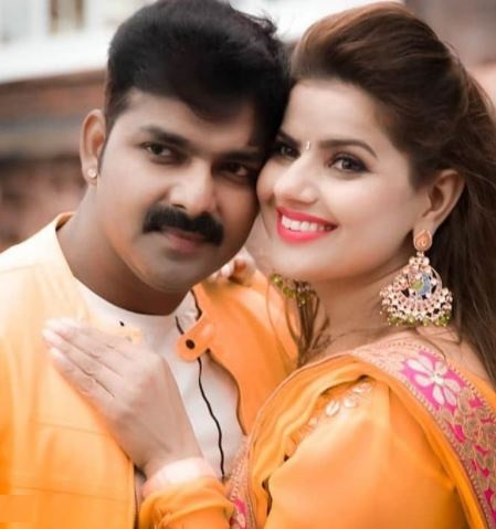 Madhu Sharma's hit jodi with Famous Bhojpuri Star   Most loved on-screen couples of Bhojpuri industry