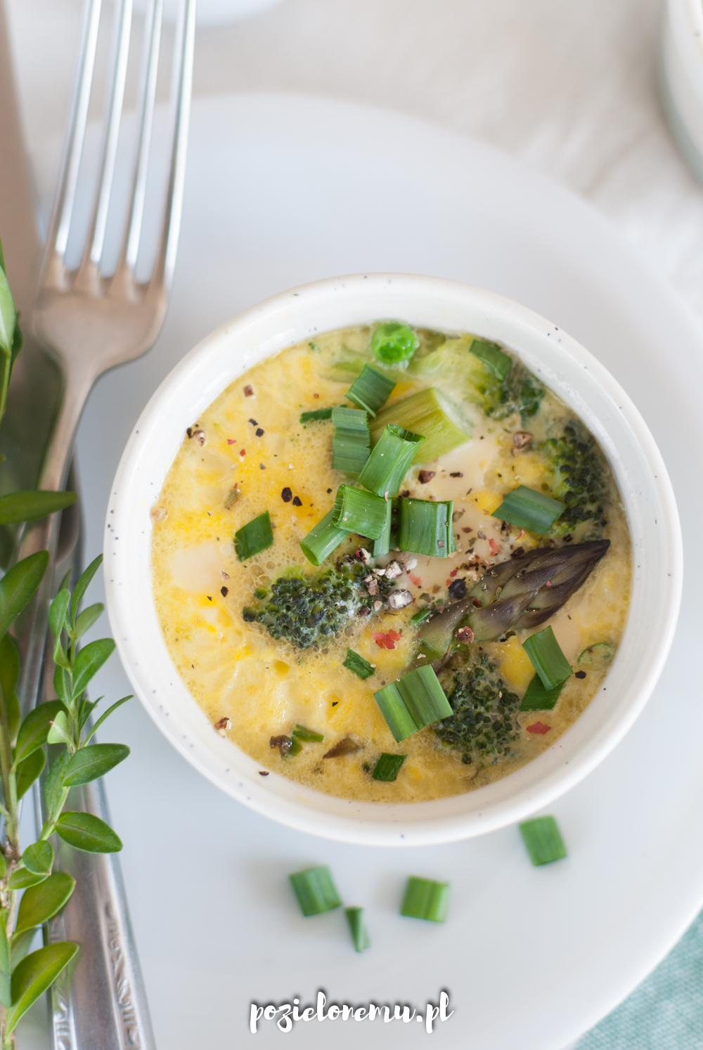 Jajeczne muffiny z zielonymi warzywami (na parze)