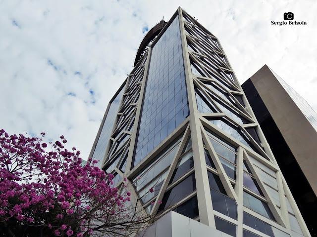 Perspectiva inferior das fachadas do edifício do Itaú Cultural - Bela Vista - São Paulo