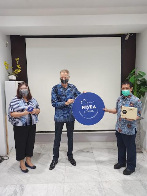NIVEA Berbagi NIVEA Creme Tin di Hari Kemerdekaan RI