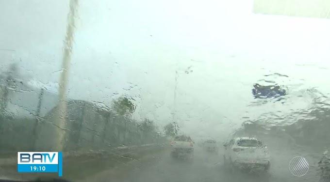 Frente fria provoca chuva forte em Salvador e região metropolitana