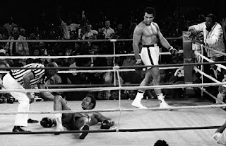 http://1.bp.blogspot.com/-TyYTdUneTic/TueMVE2lWeI/AAAAAAAAAGA/PEfpj11Tod8/s1600/george-foreman-is-counted-out-in-zaire-as-muhammad-ali-looks-on-514378366%255B1%255D.jpg